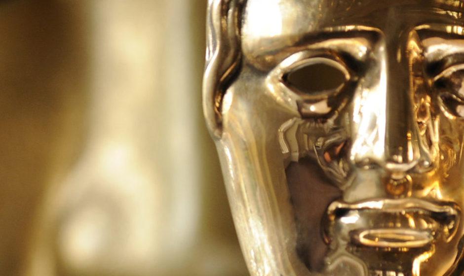 BAFTA Awards 2017: i vincitori degli Oscar televisivi inglesi e l'abbraccio tra Cumberbatch e Smith sul red carpet