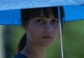 Dove la terra trema, il trailer del film con Alicia Vikander